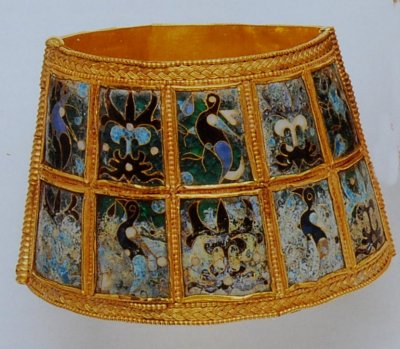 βραχιόλι με σμάλτο, τού 10ου μ.Χ. αιώνα που βρέθηκε στη Θεσσαλονίκη