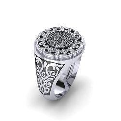 Αρχαϊκό Δαχτυλίδι Σεβαλιέ 10 / Ασημένιο , χειροποίητο, δίχρωμο, λευκό μαύρο, με κάγκελο και ένθετο το δίσκο τής Φαιστού