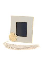 κορνίζα φωτογραφίας, από ορείχαλκο με λευκό σμάλτο, με διακοσμητικό τετράφυλλο με αλυσίδα και φούντα / 2ΚΟ0499